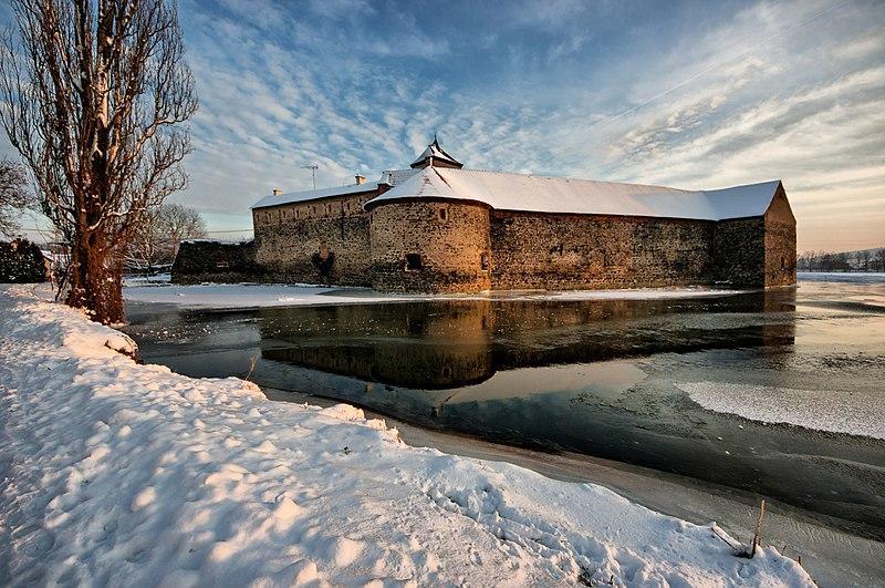 File:Zimní pozdní odpoledne u hradu Švihov.jpg
