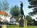 """""""Eervol"""", bronzen beeld, Emile Verhaerenlaan, 't Zoute (Knokke-Heist).JPG"""