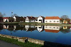 Černěves (Libějovice), village pond (01).jpg