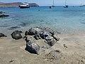 Παραλία και αγκυροβολημένα σκάφη στη Δία - Beach and anchored boats on Dia 02.jpg