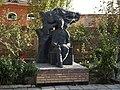 Коканд. Памятник Хамзе Хакимзаде Ниязи (возле Дома-музея поэта).jpg