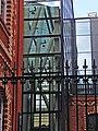 Кондитерская фабрика Большевик в Москве. Сохранившаяся часть ограды со стороны бокового фасада. Фрагмент металлической решетки.jpg
