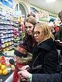Ксения Собчак в магазине в социальном эксперименте.jpg