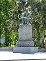 Пам'ятник Гоголю Великі Сорочинці.jpg