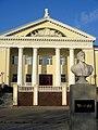 Памятник Чехову у дома культуры (Истра).jpg