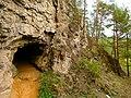 Шулёмкинская пещера (расположена в месте в падения р. Шулёмка в р. Ай).jpg