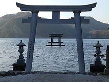 바다에 임하는 신사앞 기둥문. JPG