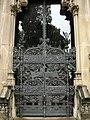 040 Panteó De la Riva, porta de forja d'Esteve Andorrà.jpg
