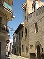 062 Carrer Francesc Bartrina, amb Can Bartrina i la capella de Sant Quirze.jpg