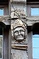 0 Tête sculptée sur un montant de fenêtre à Quimperlé 2. .jpg