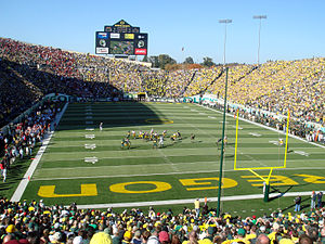 2007 Oregon Ducks football team - Image: 102707 Oregon Autzen USC UO 01
