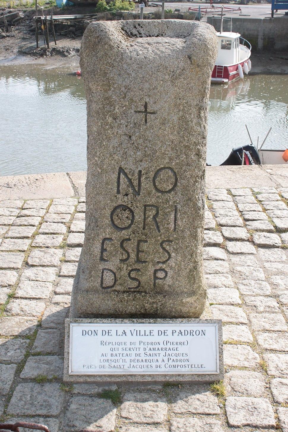 Réplica do Pedrón en Noirmoutier-en-l'Île.