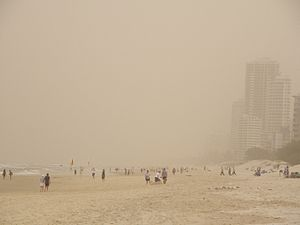 2009 Australian dust storm - Dust storm at Surfers Paradise, Queensland beach (looking south)