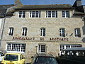 2010. Huelgoat. L'ancien hôtel de Bretagne.JPG