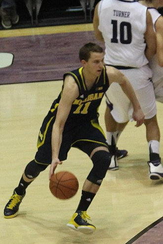 2012–13 Michigan Wolverines men's basketball team - Image: 20130103 Nik Stauskas slashing