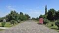 2014 Prowincja Armawir, Zwartnoc, Główna aleja z katedry do bramy wyjściowej.jpg