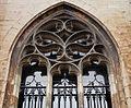 2016-Maastricht, St-Servaasbasiliek, Pandhof, oostelijke kloostergang, raam 6a.jpg
