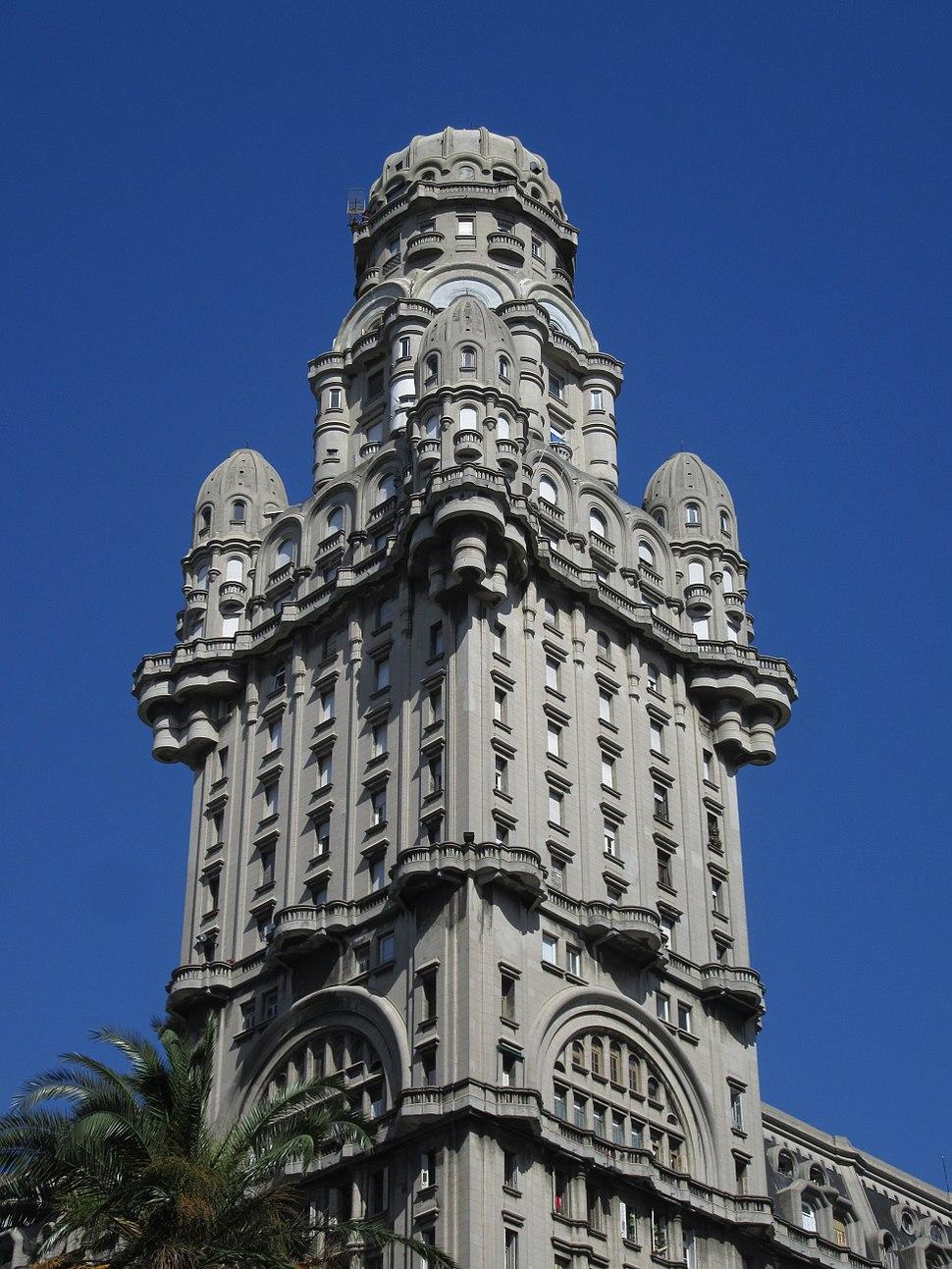 2016 vista de la Plaza de la Independencia Torre del Palacio Salvo