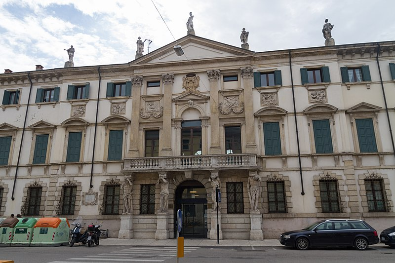 File:2017-05-06 Streets of Verona 03.jpg