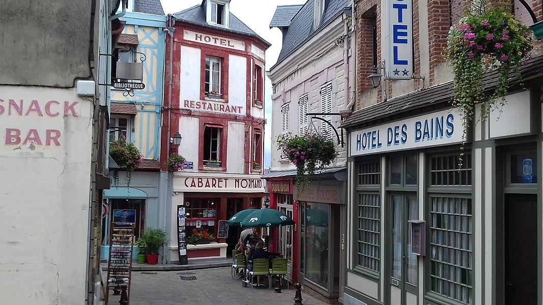 Le Cabaret normand à Villerville, lieu de tournage du film Un singe en hiver.