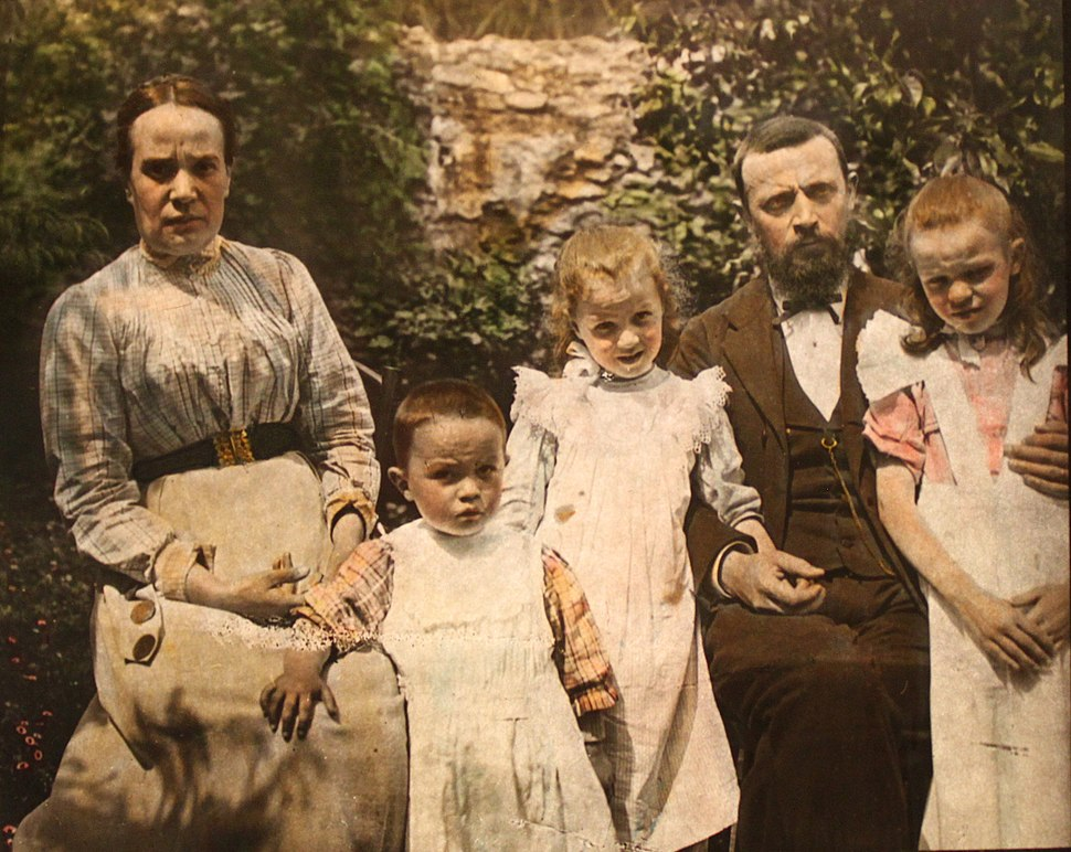2194 - Waldensian - Pastor and Family at La Serre