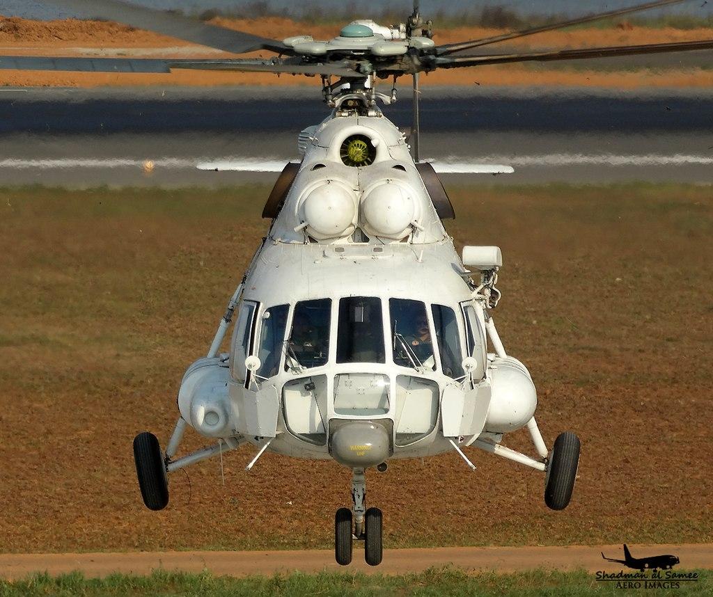 221 headon Bangladesh Air Force Mil MI-17. (24138555696).jpg