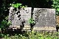 598683 Wrocław Cmentarz Żydowski - nagrobki 07.JPG