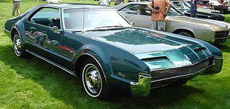 Oldsmobile Toronado - Image: 66Toronado