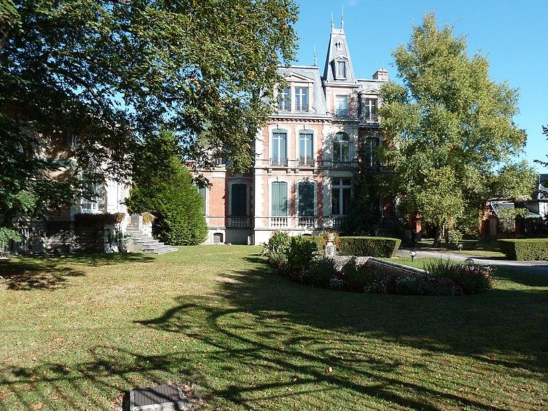 Maison, 7 à 11 avenue Général-Leclerc (Inscrit, 1975), ici ce qui est visible c'est le jardin et la maison qui ne sont pas classés.