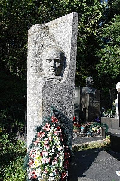 File:80-361-0527 Kyiv Baykove cemetery SAM 1331.jpg
