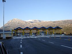 Six lane toll plaza