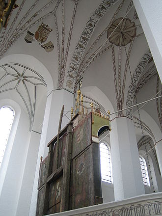 Aarhus Cathedral - Gothic vaults (with paint restored in 1999), windows and the back of the altar in the Aarhus Cathedral