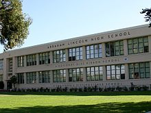 Abraham Lincoln High School building.jpg