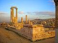 Amman, Jordania, Ruinas del Templo de Hércules en la Ciudadela (Al-kala) - panoramio.jpg