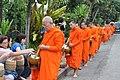 An elderly monk receives his rice (14419242589).jpg