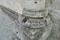 Anchor and column outside Stift Heiligenkreuz.png