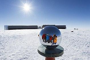 Antarctica (11235844726).jpg