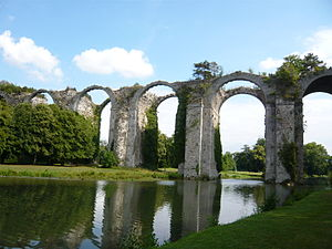 Canal de l'Eure - Remaining arches of the aqueduct through the gardens of the château de Maintenon (2012).