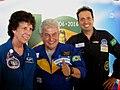 Astronauta Marcos Pontes com a astronauta norte americana Ellen Baker e o futuro brasileiro no espaço, Marcos Cesar Palhares no Domingo com o Astronauta, evento comemorativo dos 10 anos da Missão Ce - panoramio.jpg