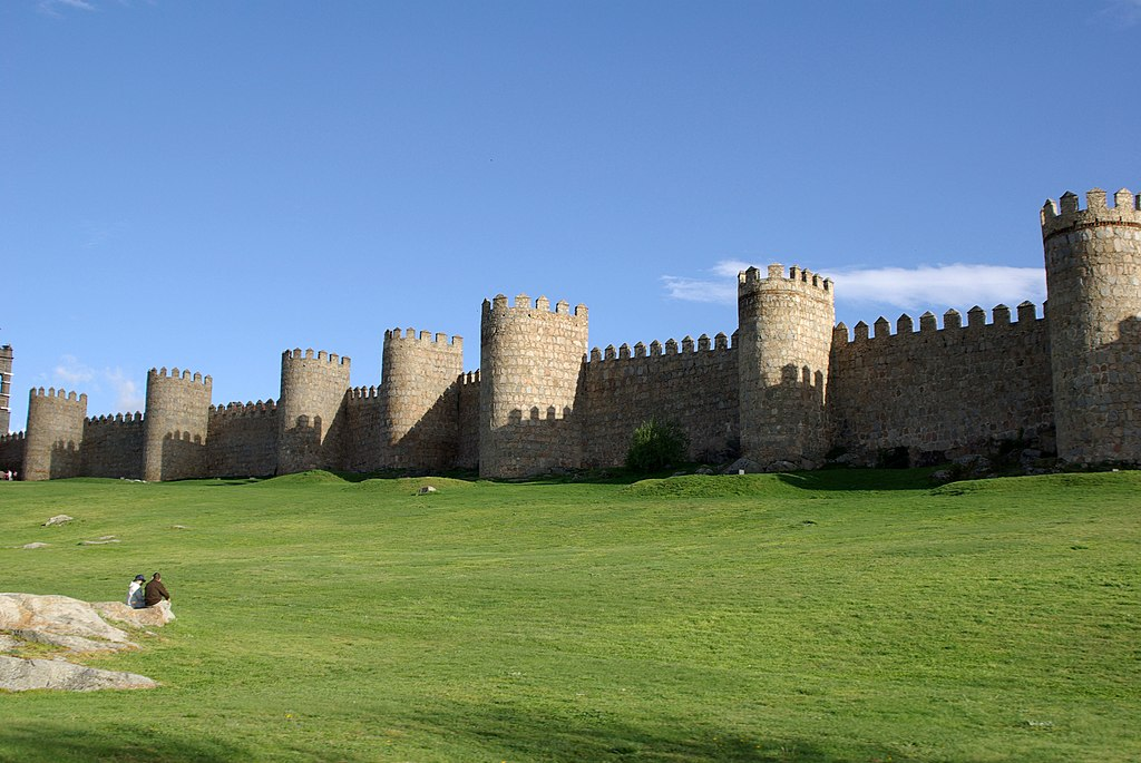 File:Avila muralla 01 by-dpc.jpg - Wikimedia Commons