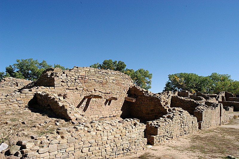 File:Aztec ruins national monument 20030922 100357 1.1504x1000.jpg