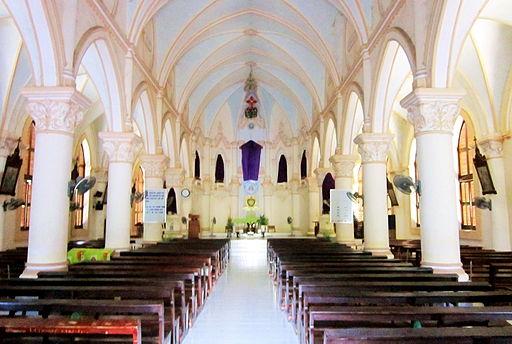 Bên trong nhà thờ Cái Đôi