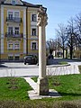 BIldstock mit Pieta, Nonntaler Hauptstraße - Dr. Josef Klaus Platz.jpg
