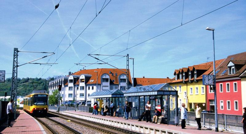 File:Bahnhof in Berghausen.png