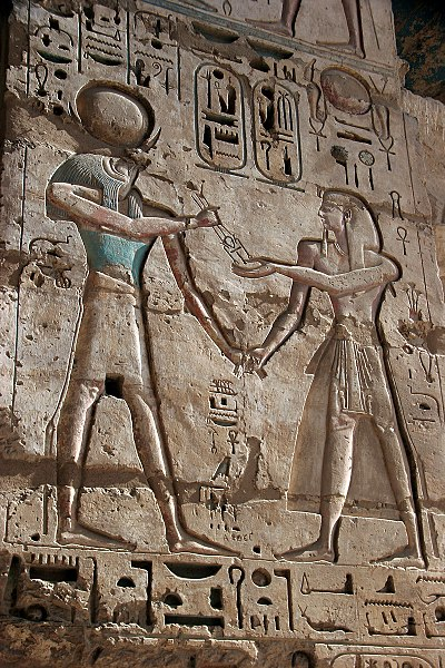 Fitxategi:Bas-relief at the mortuary temple of Ramesses III 12.jpg