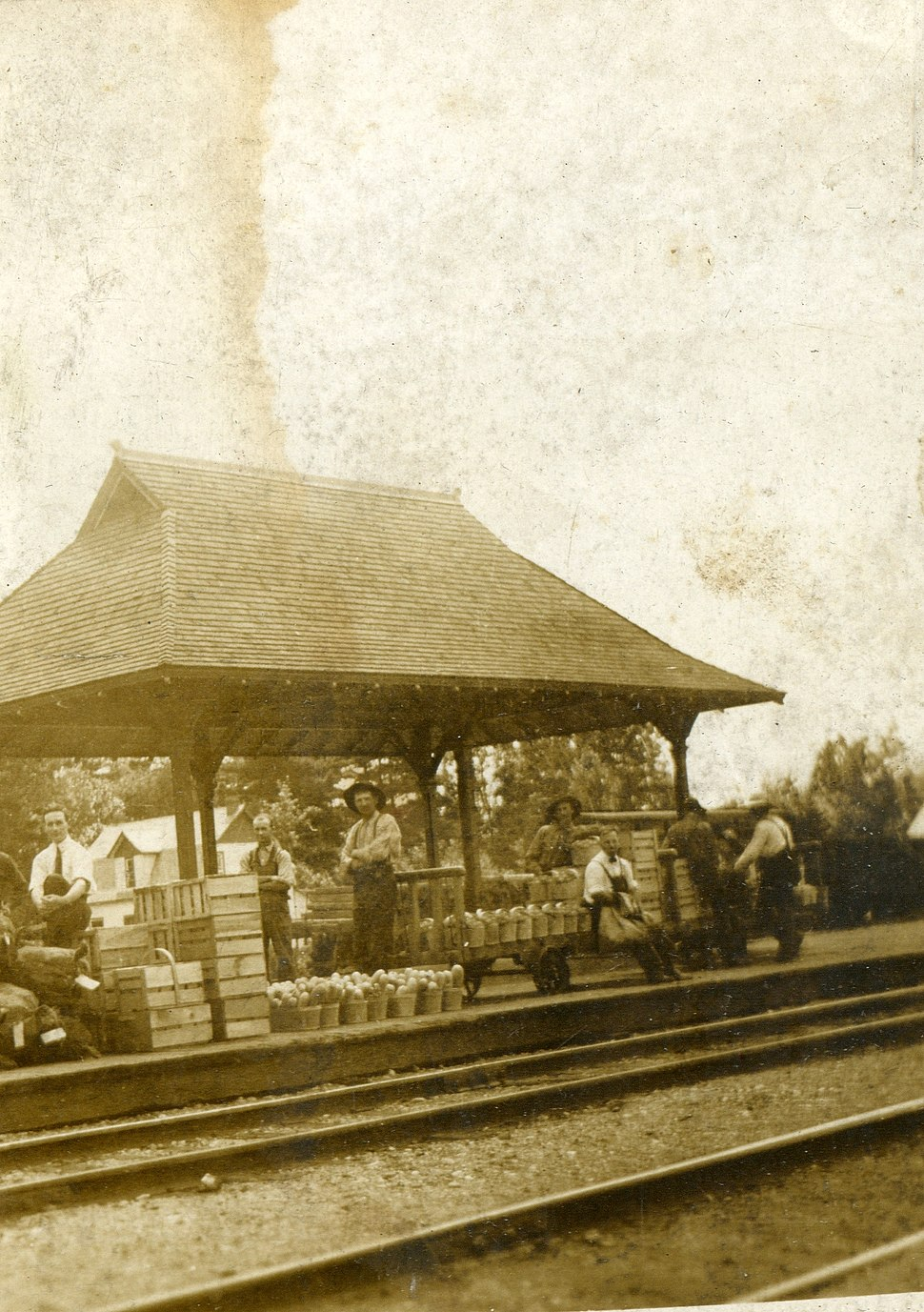 Beamsville market stall at railroad