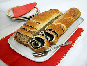 Poppy seed roll - Walnut (diós) and poppy seed (mákos) bejgli