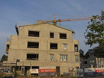 Belleville (Rhône) - Immeuble en construction face à la gare (août 2018).jpg