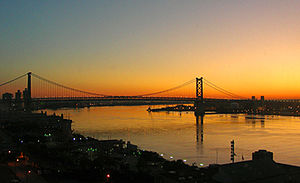 Ben_Franklin_Bridge_at_sunrise_2009-09-02_06-08-46_4w