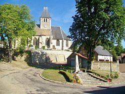 Berthenonville (27), place du village.jpg